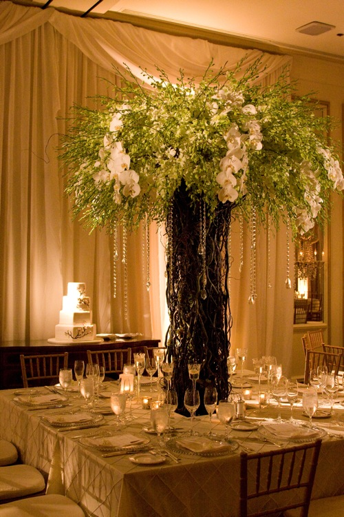 kaufmanbridaltree6 The centerpieces were a combination of different size